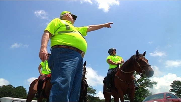 Volunteers search for missing Douglas Co. teacher on horseback