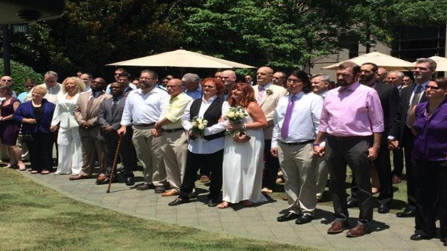 Same-sex couples wed en masse