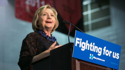 Clinton Meets With Families of Blacks Who Died in Shootings