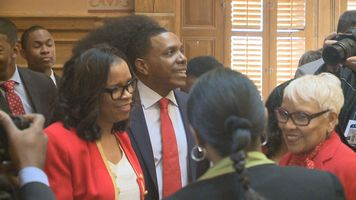 Creflo Dollar embraces lawmakers but not media