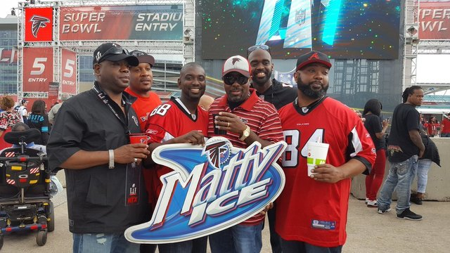 #FalconsOnFOX5 – Fans cheer for the Falcons