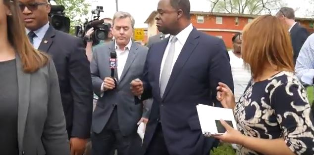 Three rounds of Kasim Reed versus an Atlanta TV station