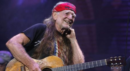 "Fox News Reports That Fans Are Just ""Furious"" Willie Nelson Would Have a Rally With Beto O'Rourke"