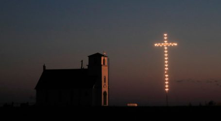 """""""God Will Shield Us"""": Some Churches Expect Crowds For Easter"""