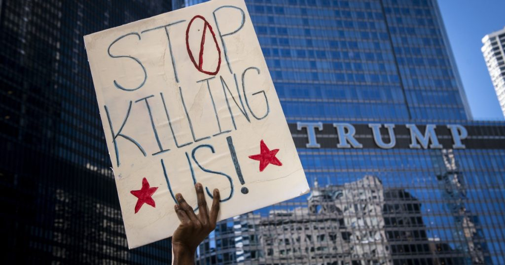 chicago-pd-made-bus-drivers-ferry-them-to-protests-one-driver-is-suing-his-bosses-to-fight-it.