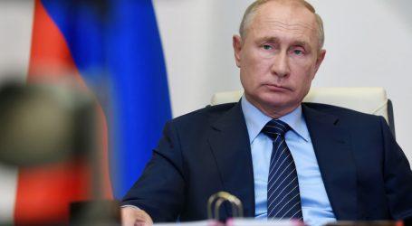 "America's Top Spy Hunter Warns Russia is Working to ""Denigrate"" Biden and ""Boost"" Trump"