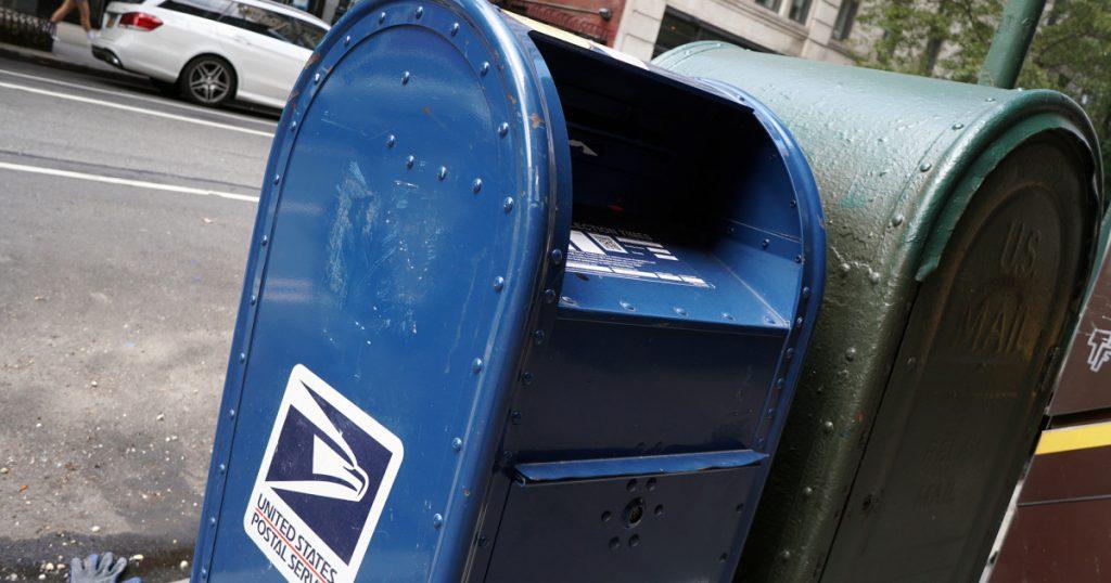 trump:-ruining-the-postal-service-is-just-a-way-to-hurt-democrats