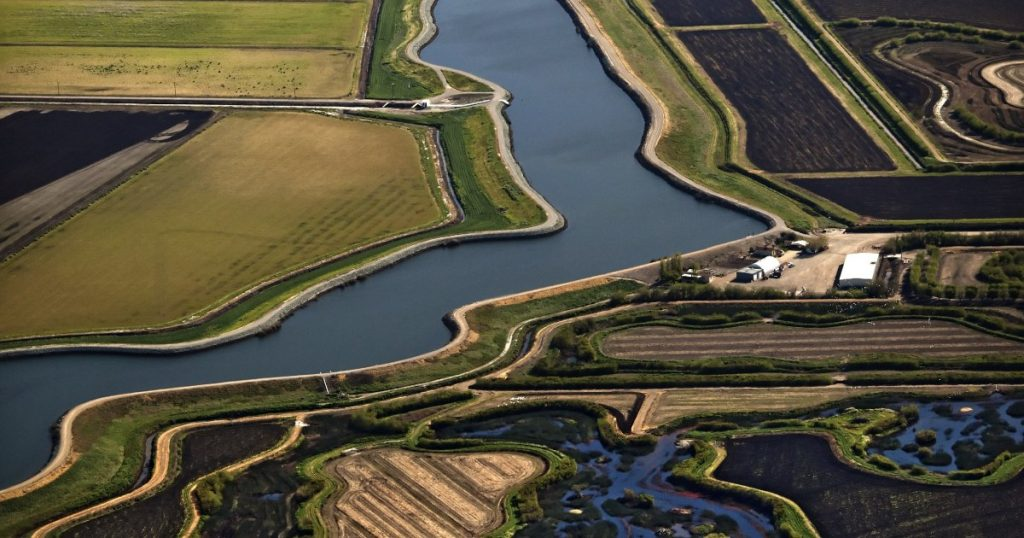 from-the-california-delta-to-jakarta,-the-world's-aquifers-are-collapsing